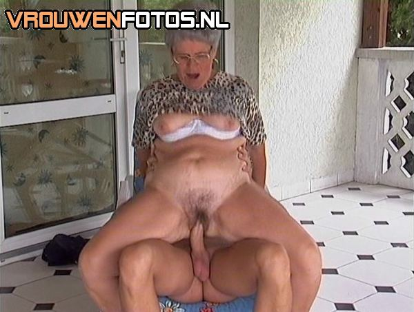 young bald pussy speaded wide
