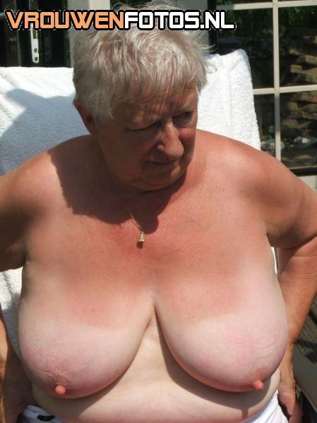 фото обножёных сарушек с огромными грудями