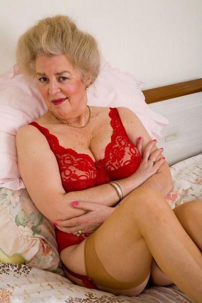 домашнее фото старых женщин в классических трусах